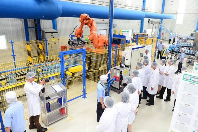 Nhà máy hiện đại của nước khoáng Lavie