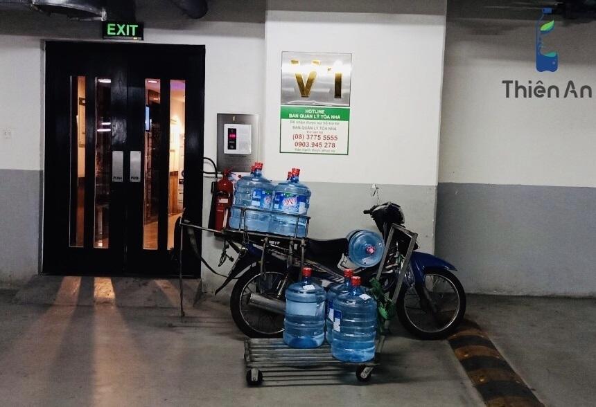 Giao nước Lavie 19l tại căn hộ Sunrise City, 23 Đường Nguyễn Hữu Thọ, Tân Hưng, Quận 7, Hồ Chí Minh