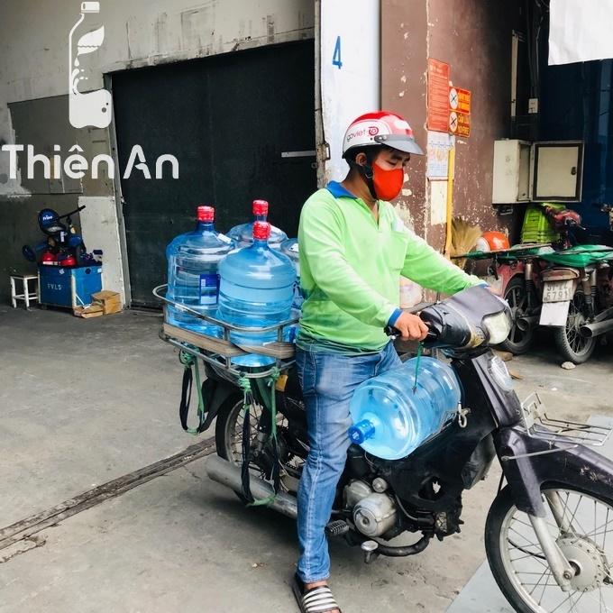 Giao bình nước Lavie 19l tại 157 Xóm Chiếu, phường 14, Quận 4, Hồ Chí Minh